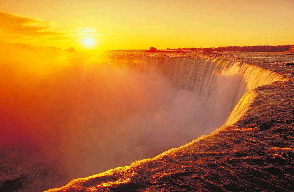 Gorgeous sunrise at Niagara Falls