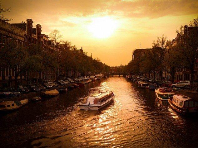 Canal-Cruiser-Amsterdam-Holland-634x475