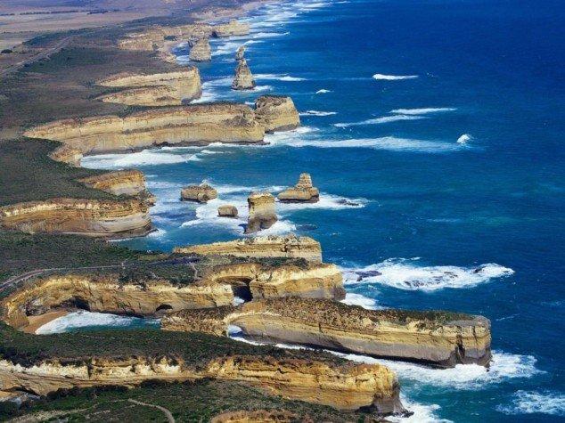 Loch-Ard-Gorge-Port-Campbell-National-Park-Melbourne-Victoria-Australia-634x475