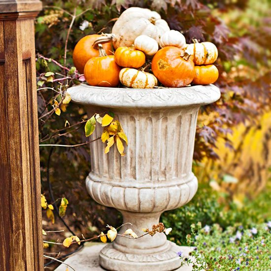 Diy fall outdoor decoration world inside pictures for Pictures of fall decorations for outdoors