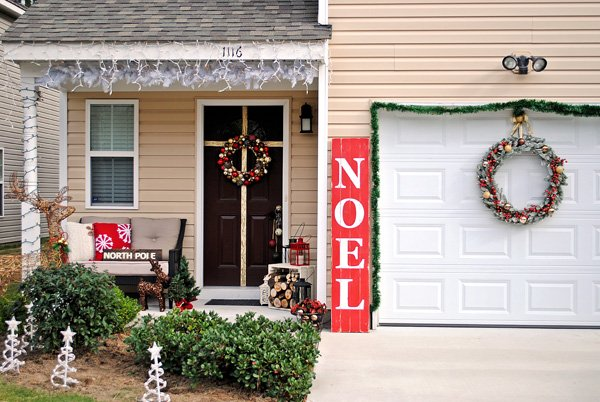 28 Christmas Decorating Ideas For Your Front Porch  World  ~ 042629_Christmas Decorating Ideas For Garage Doors