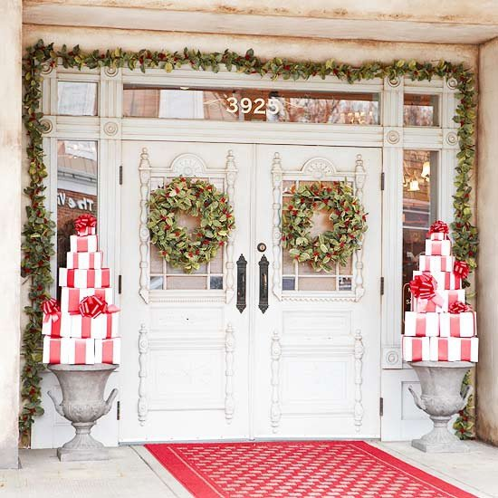 Porch Christmas Decorating Ideas 28 christmas decorating ideas for your front porch | world inside