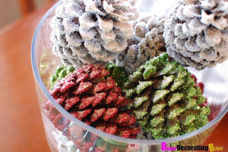 21 diy christmas decorations world inside pictures for Homemade christmas decorations using pine cones