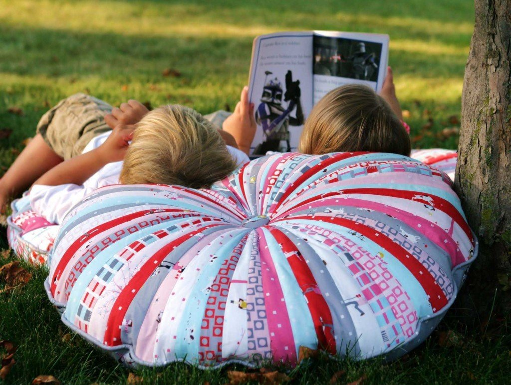 Diy Outdoor Floor Pillows : 20 EASY AND DECORATIVE FLOOR CUSHIONS THAT YOU CAN DIY World inside pictures