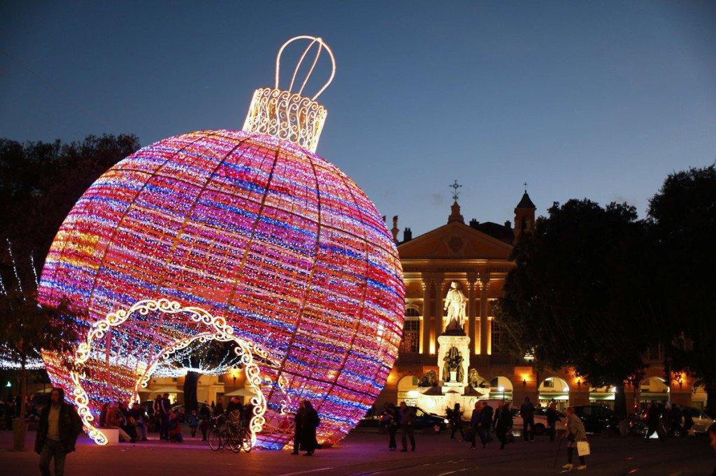 TOPSHOTS-FRANCE-CHRISTMAS-THEME-COLOR