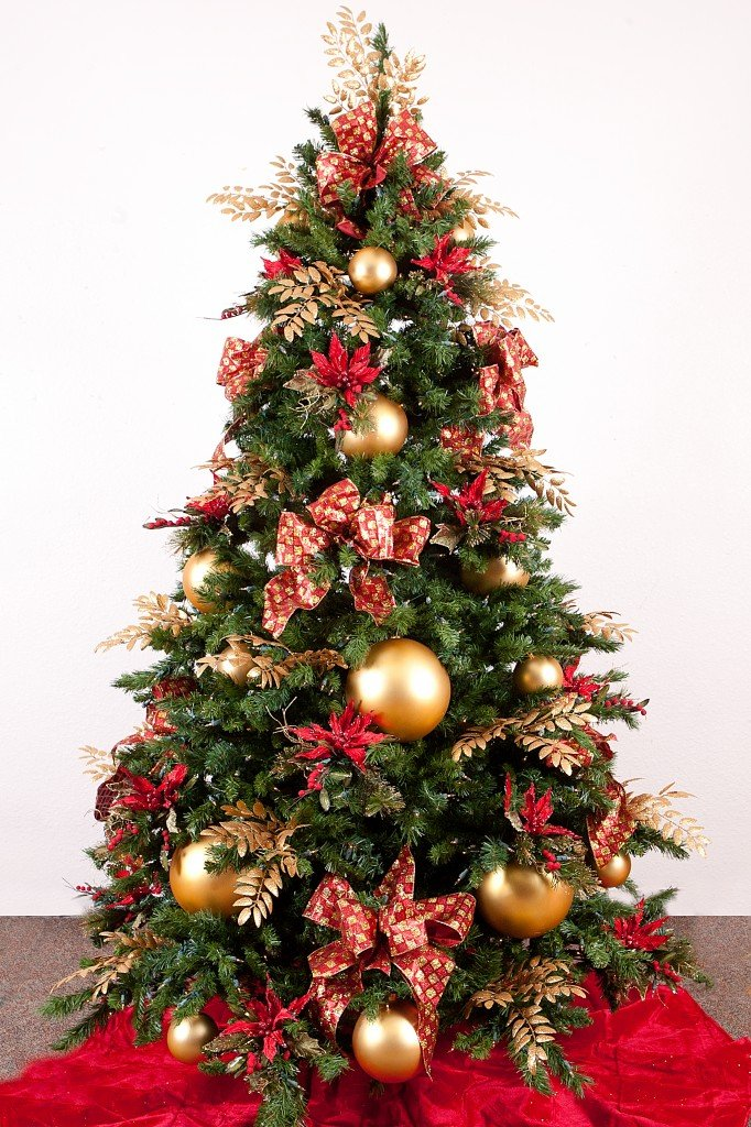 34 beautiful christmas tree decorating ideas world for Beautiful christmas decorating ideas