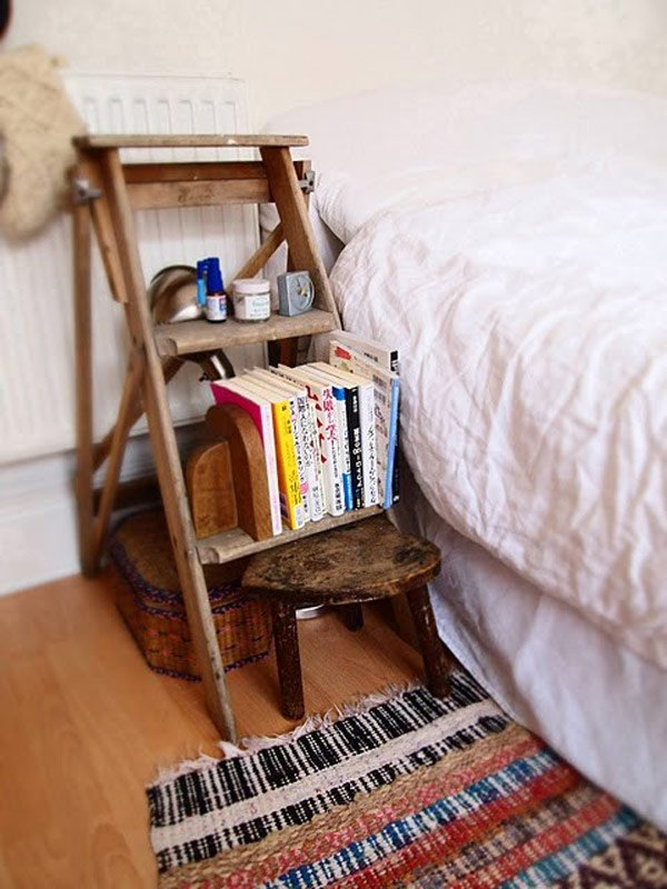 16 creative diy nightstand projects world inside pictures for Cute nightstand ideas