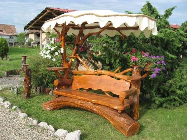 Скамейка на даче фото