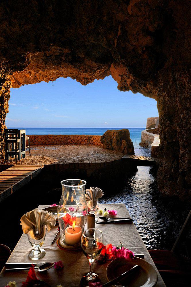 частный пляж в пещерах