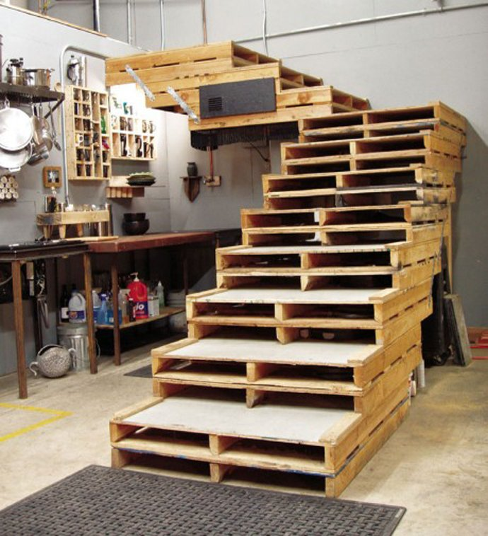 20 Smart DIY Ideas To Reuse And Recycle Old Pallets Into