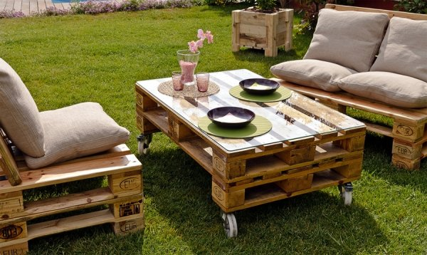 DIY-farden-furniture-wooden-pallets-patio-table-sofas