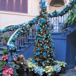 20 Brilliant Christmas Staircase Decorations That Will Make Your Holiday More Spectacular