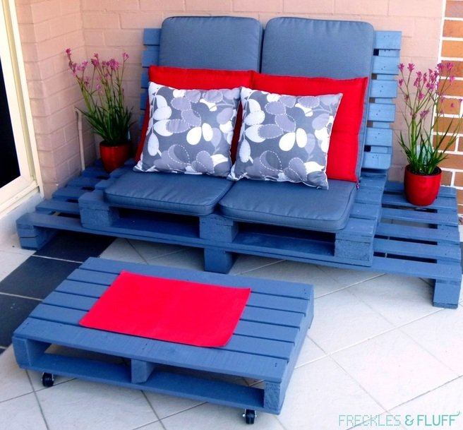 22 cheap easy and creative pallet furniture diy ideas - Sillones con palets ...