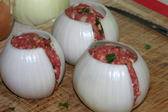 She Shoves Raw Meat Inside An Onion And Wraps The Whole Thing In Bacon. The Final Result?  Incredibly DELICIOUS!