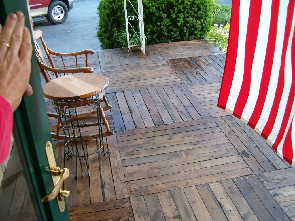 Amazing And Easy Way How To Build A Beautiful Wooden Deck With Pallets