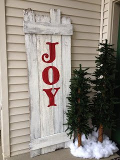 She Starts With Plain Pallets! When You See How She Transformed Them For Christmas? Absolutely Brilliant!