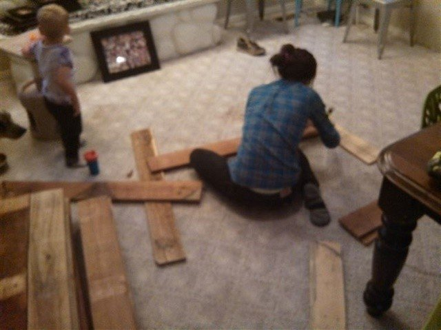 Must See DIY Project: From Pallets To Floor, The Art Of Wood Flooring