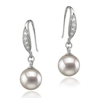 1_Pearl earrings make perfect accessories for a stunning bridal look