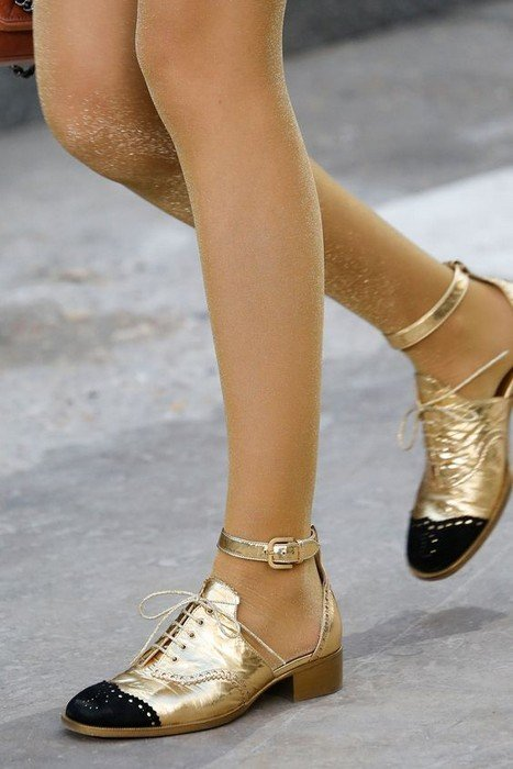 Trend Alert: Metallic Shoes Trend That Everyone Loved.