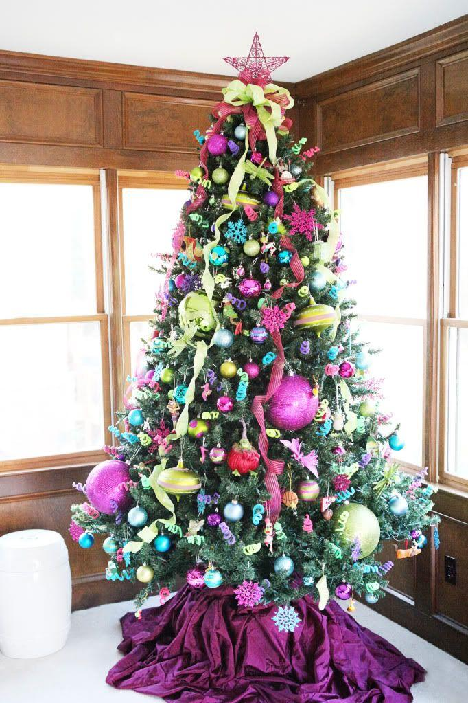 Warm and Romantic: Best Ways For Christmas Tree Arrangements