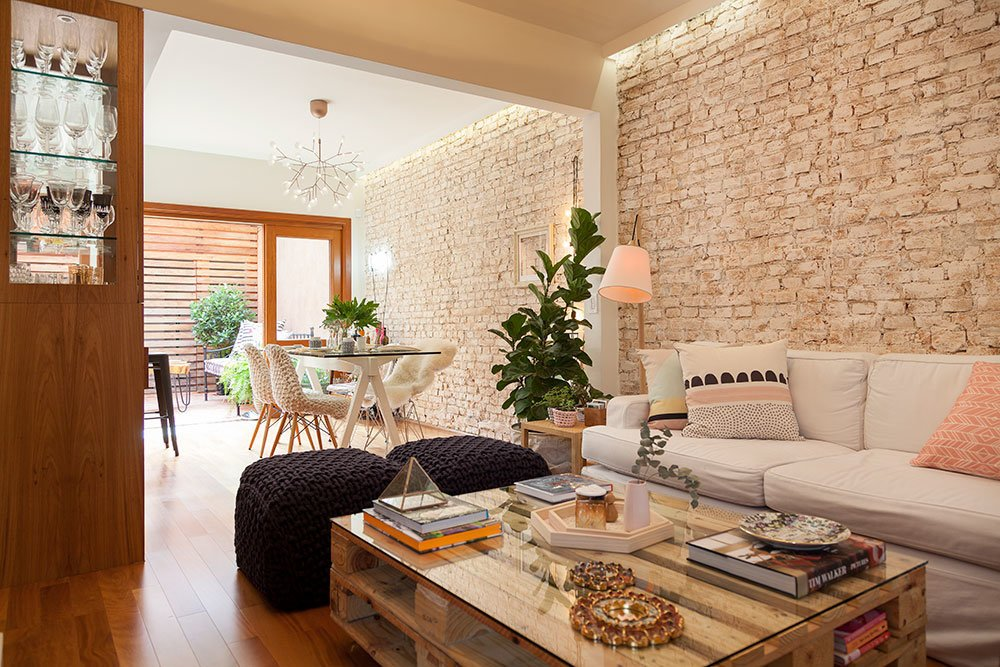14 living room designs with stones for cheerful ambient in - Decoration interieur maison ...
