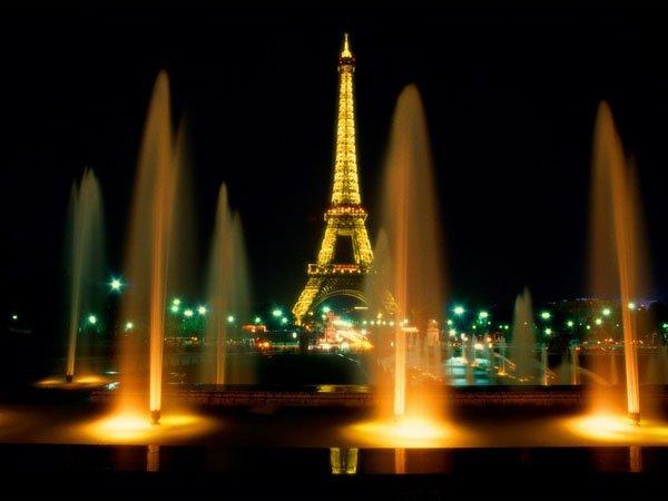 Eiffel-Tower-at-Night-Paris-France-1024x768
