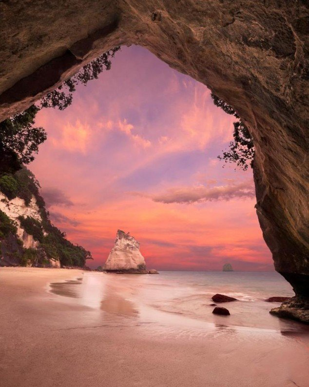 Cathedral-Cove-New-Zealand-634x793