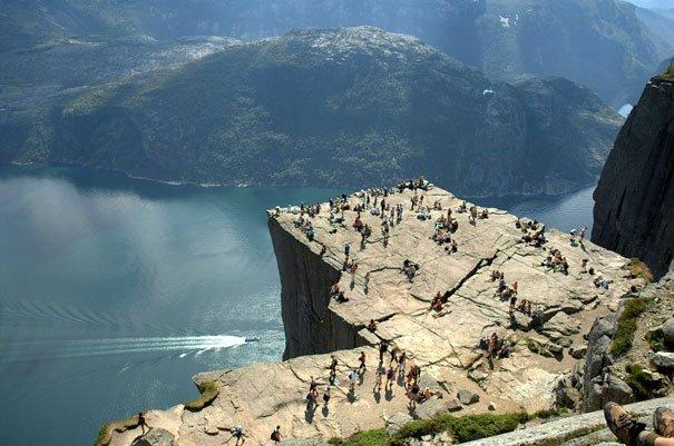 amazing-places-preikestolen-2