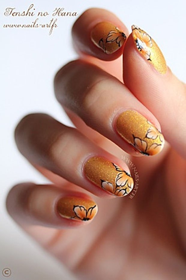 golden-gliter-nail-art-2