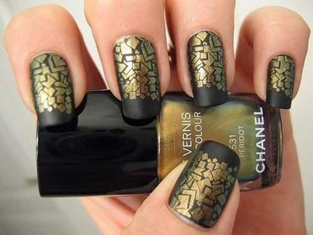 golden-gliter-nail-art-24