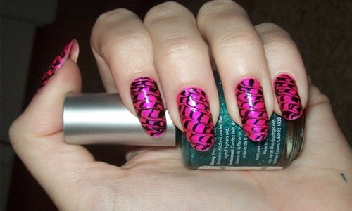 55-touch-of-black-nail-art