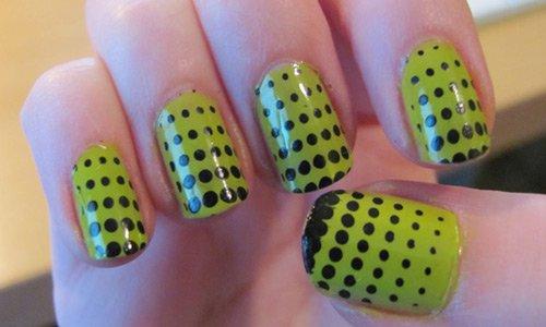polka-dots-nail-art