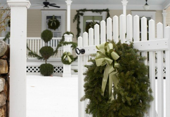 cool-outside-christmas-decorations-3-554x382