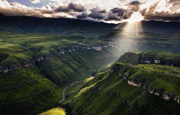 Drakensberg-Mountains-Southern-Africa