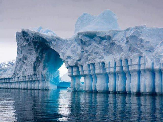 Iceberg Pleneau Bay, Grandidier Channel, Antarctica