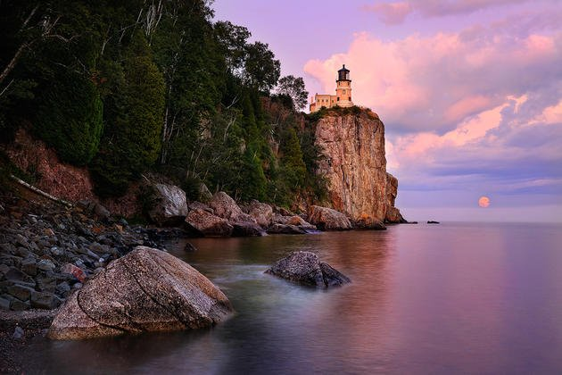 split-rock-moonrise-minnesota