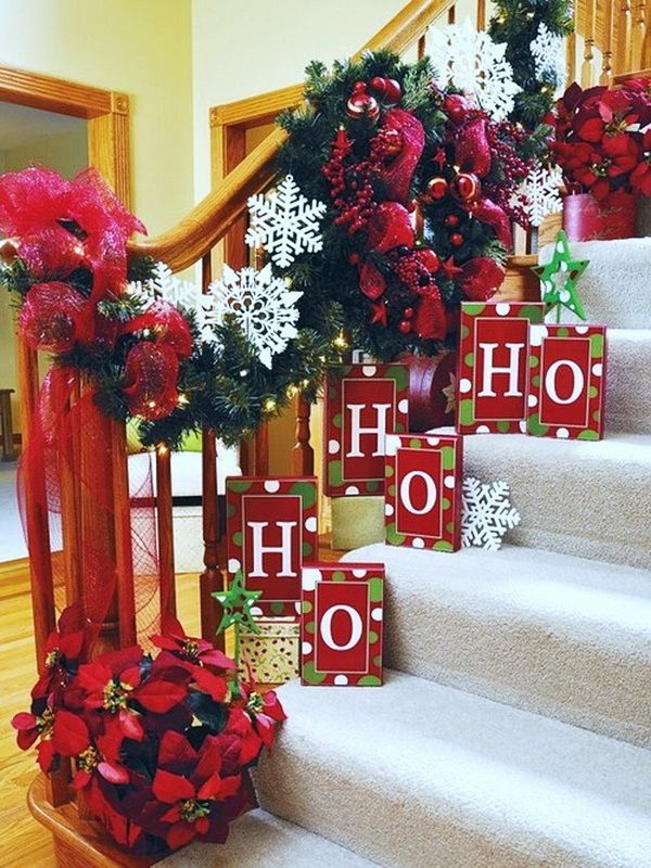 20 Brilliant Christmas Staircase Decorations That Will ...