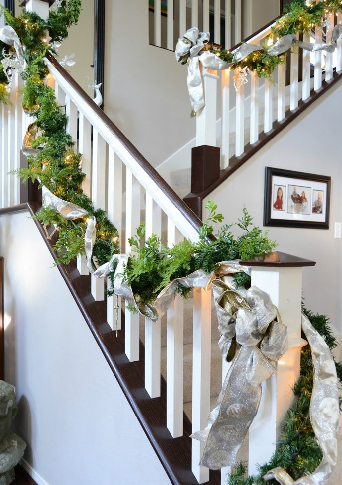 20 brilliant christmas staircase decorations that will make your ke 21 junglespirit Image collections