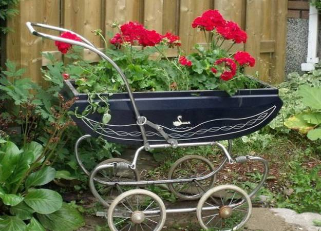 Baby-Carriage-as-a-planter