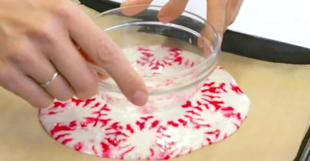 brighten-your-holiday-table-with-these-adorable-peppermint-candy-bowls_1