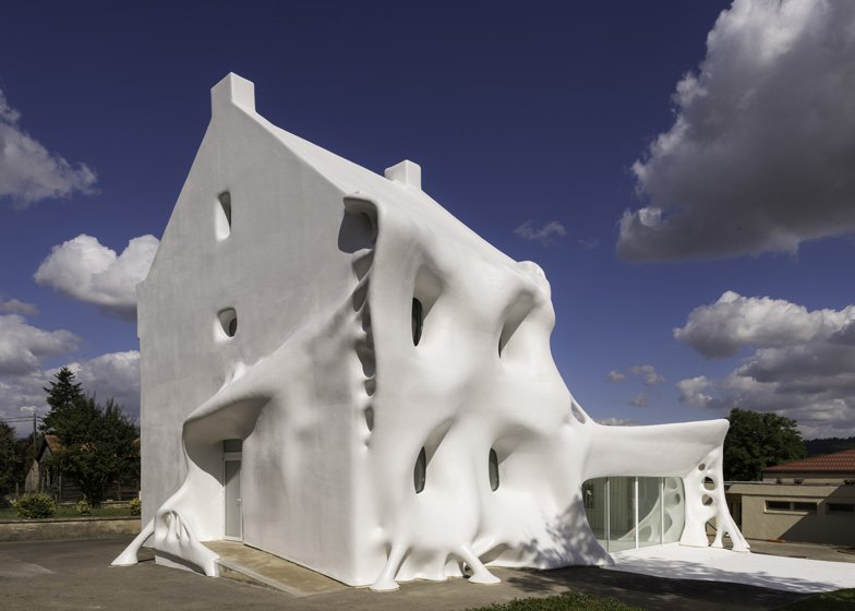 weird houses in the world