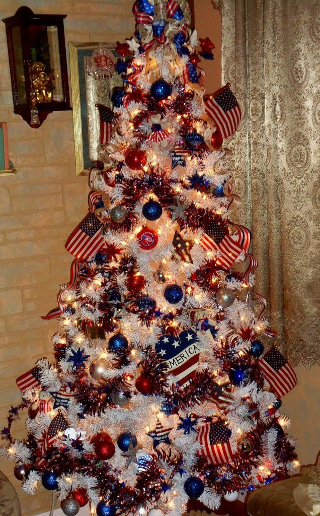 Patriotic Christmas Tree.Different And Cool Ways To Decorate The Christmas Tree This