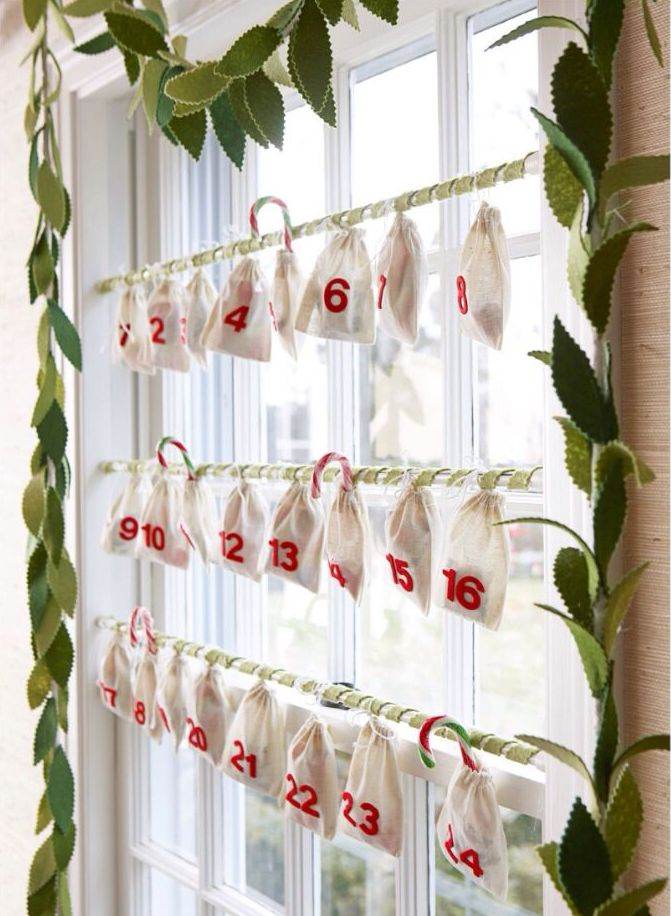 Attention-Grabbing Christmas Window Treatment That Will ...