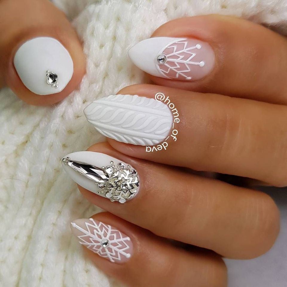 Art Designs: Whimsical Winter Manicure That Will Make Your Nails Stand