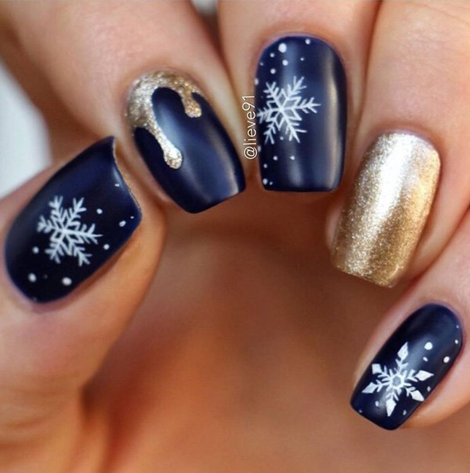 Winter Fingernail Designs: Whimsical Winter Manicure That Will Make Your Nails Stand