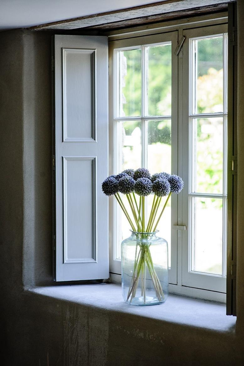 26 Windowsill Decoration Ideas: Inexpensive Decorations To Dress Up Your Window Sills Like