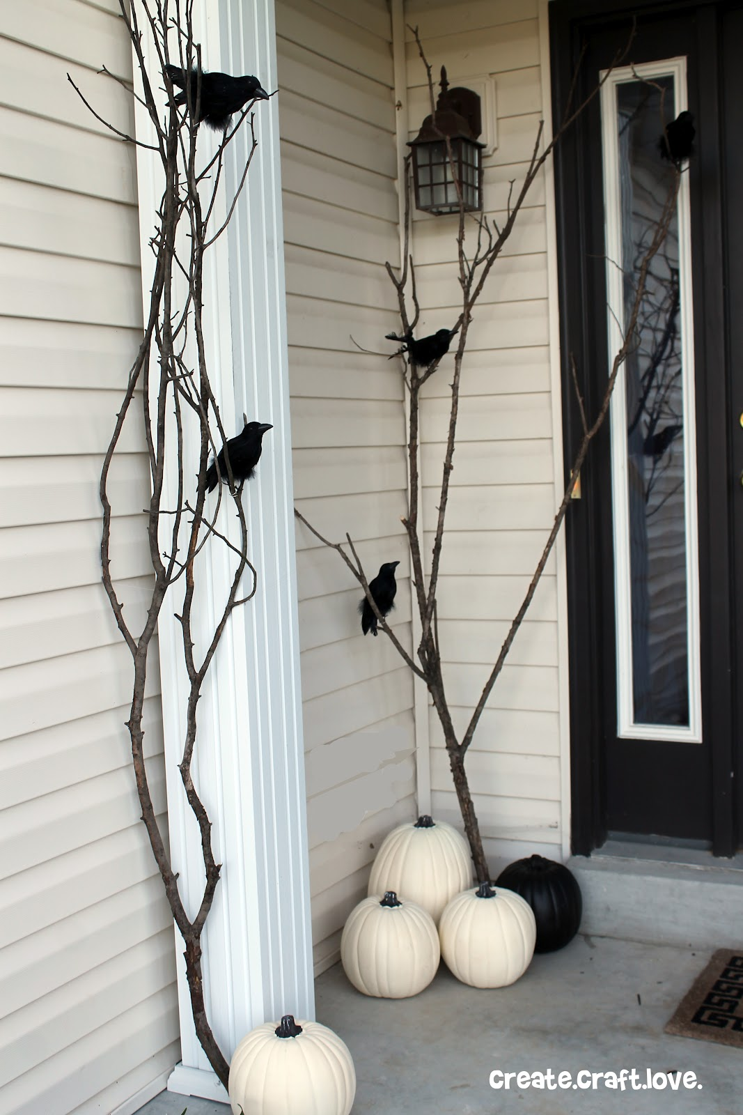scary Halloween outdoor decorations